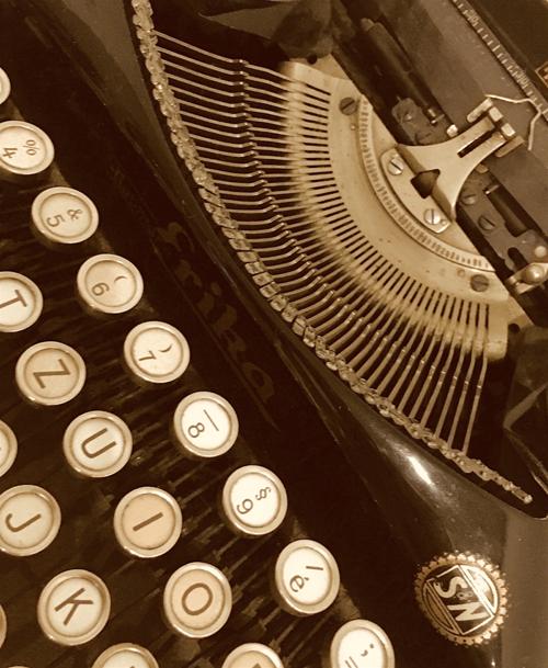Zabytkowa maszyna do pisania @Ewa Martynkien